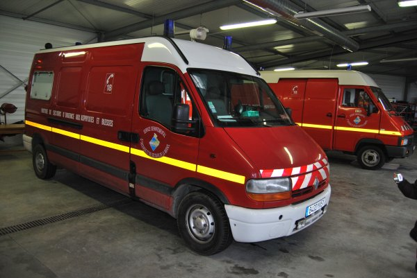 ANCIEN VSAV 2 RENAULT MASTER PHASE II 2.8DTI PICOT REIMS-MARCHANDEAU