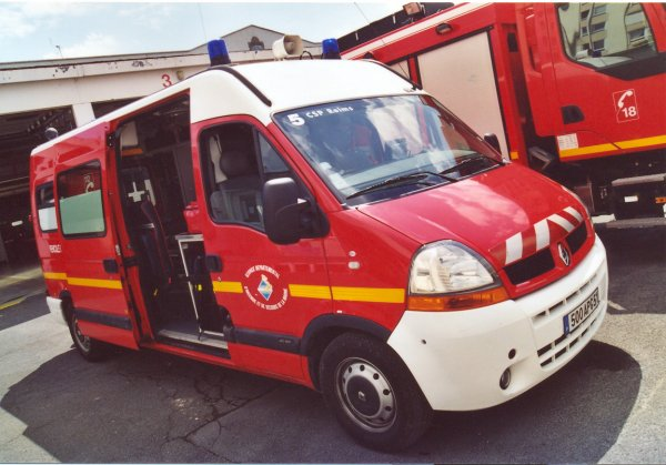 ANCIEN VSAV 03 RENAULT MASTER II 2.8DCI 120 GIFA REIMS-MARCHANDEAU