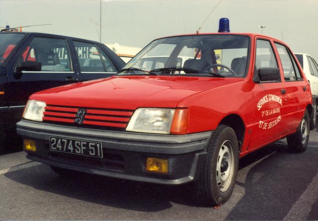 ANCIEN VL PEUGEOT 205 ESSENCE 5 PORTES REIMS-WITRY