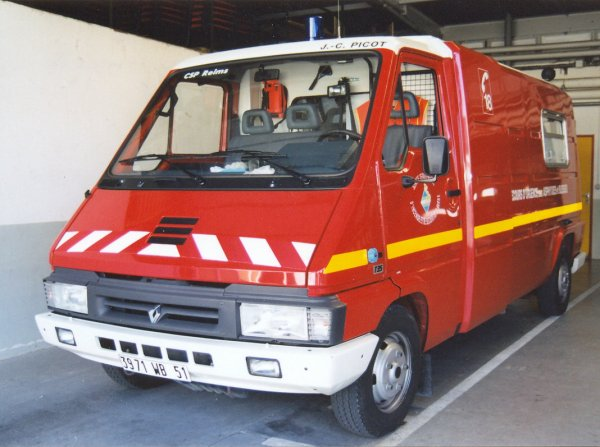 ANCIEN VSAV N°1 RENAULT MASTER PHASE I T35 PICOT REIMS-WITRY