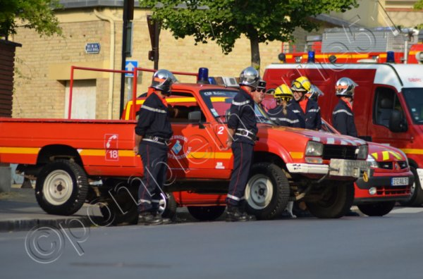 ANCIEN CCFL ET VLHR PEUGEOT 504 DANGEL PICOT REIMS-WITRY