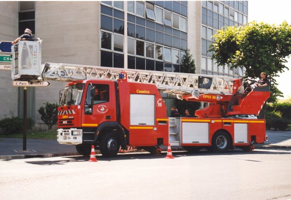 ANCIENNE EPAS N°2 IVECO 130E23 CAMIVA REIMS-WITRY