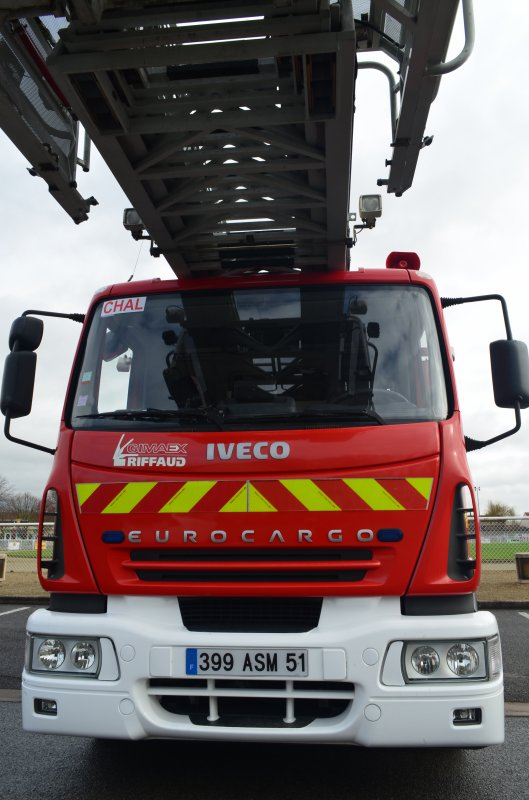 ANCIENNE EPAC 30 IVECO 140E24 RIFFAUD-GIMAEX CHALONS-EN-CHAMPAGNE
