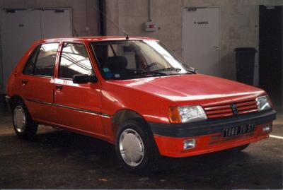 ANCIENNE VL PEUGEOT 205 XR ESSENCE EPERNAY