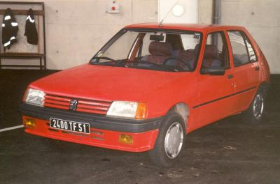 ANCIENNE VL PEUGEOT 205  EPERNAY