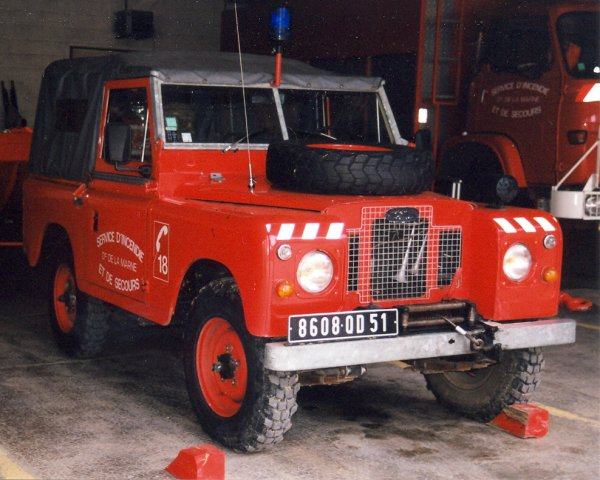 ANCIEN VLHR LAND-ROVER 88 SERIE II A BACHE CS DORMANS