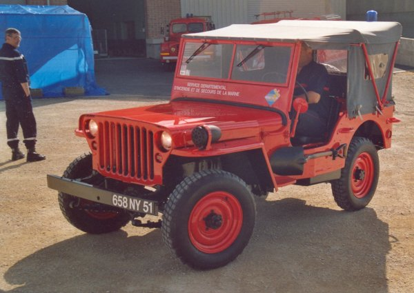 ANCIEN VLHR JEEP WILLIS COLLECTION FERE-CHAMPENOISE