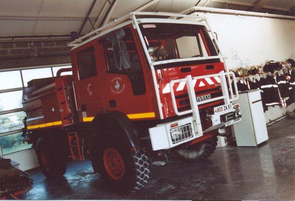 CCFM 4000L IVECO 140E24 SIDES CIS LA-CHAUSSEE-SUR-MARNE