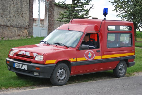 ANCIENNE VLTP RENAULT EXPRESS CS ANGLURE