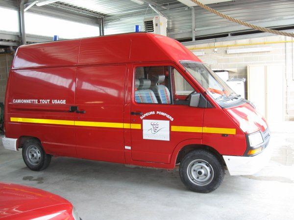 VID 01 RENAULT TRAFFIC T1400E CPI D'AY-CHAMPAGNE