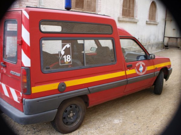 ANCIENNE VL RENAULT EXPRESS ESSENCE CS CORMICY