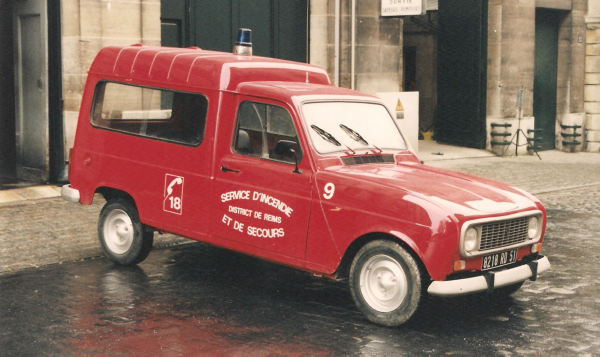 ANCIEN VL 9 RENAULT 4 L TOLE CSP REIMS-WITRY