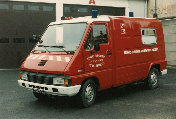 ANCIEN VSAB RENAULT MASTER T35E J.C. PICOT CSP REIMS-WITRY