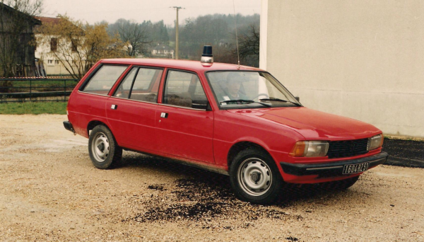 ANCIENNE VL PEUGEOT 305 BREAK CSP SAINTE-MENEHOULD