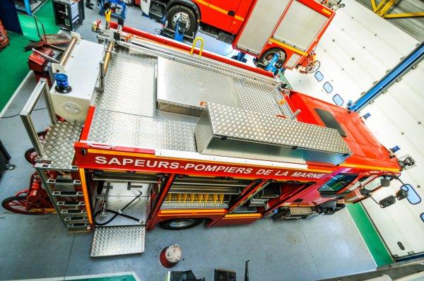 FPT 2 RENAULT TRUCKS D15 SIDES CSP REIMS-MARCHANDEAU