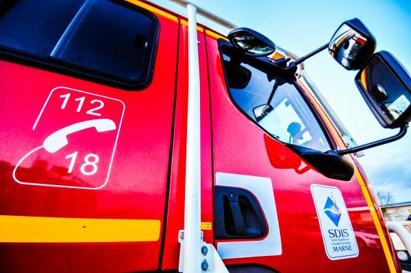 CCFM RENAULT TRUCKS D15 SIDES CIS ESTERNAY
