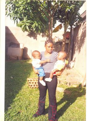 là c moi avec mes deux cousins ils ont deja 12 ans aujourd'hui  que le temps passe vite