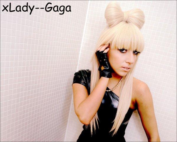 Gaga critique la religion .