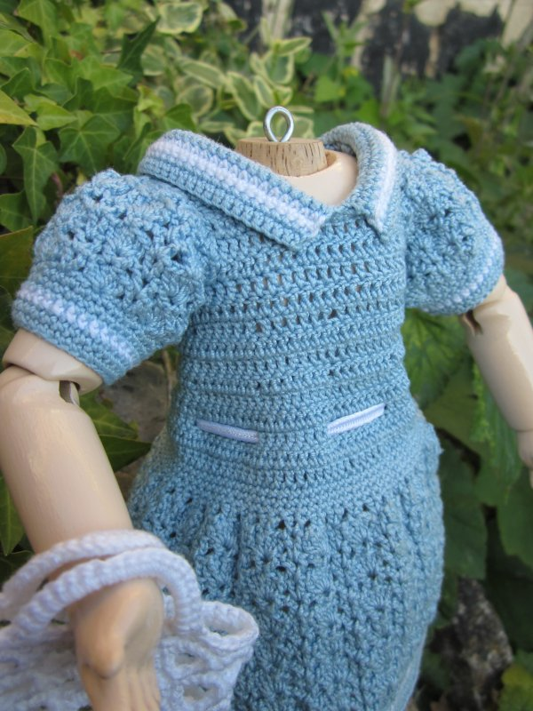 Robe au crochet pour bleuette.............