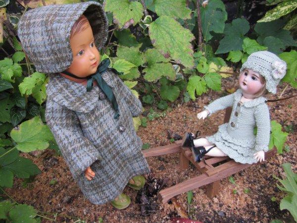 Gabrielle ramasse le bois mais......