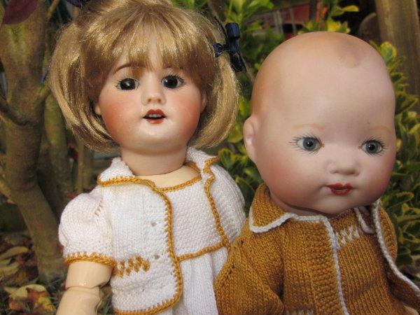 Tenue de Nouvel an pour Bleuette et Bambino....