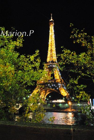 - Votre mari n'est pas là, madame Eiffel?  - Non, il est allé faire une tour. [Frédéric Dard ]