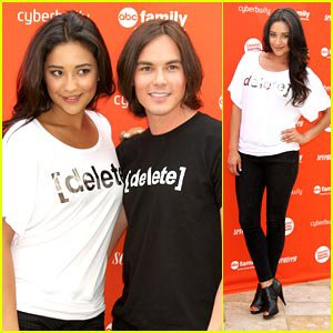 Shay Mitchell et Tyler Blackburn etait au Rally To Delete Digital Drama Hosted