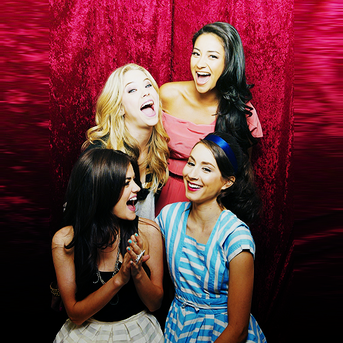 Pretty Little Liars diaries  ♥                                     Blog source