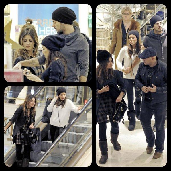 Le 27/12/11 Monica a été aperçu fesant du shopping à Madrid en compagnie de son frère Eduardo Cruz et Eva Longoria
