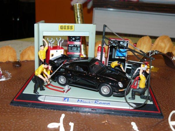 La Porche 911 du gamin sur le gâteau aux 3 mousses ...