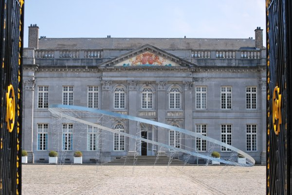 10 cabanes d'artistes s'installent au Domaine du Château de Seneffe jusqu'au 13 octobre 2011