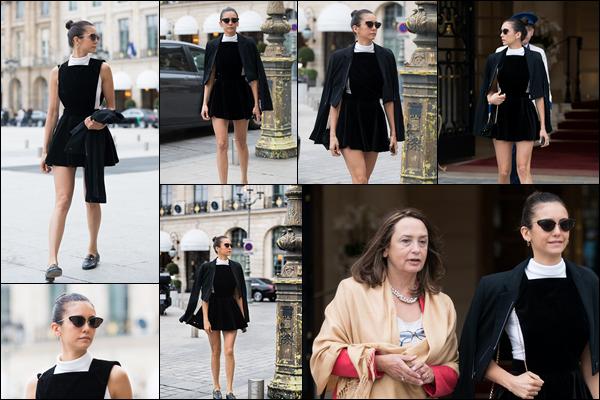 02.10.2018 : En ce début du mos d'Octobre la belle Nina Dobrev , était de sortie dans la ville de Paris en France