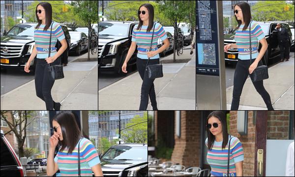 09.05.2019   ▬ Nina Dobrev a été aperçue quittant le  « Greenwich Hotel » situé dans la ville de New York J'aime beaucoup sa tenue notamment son T-Shirt qui est très joli , et j'aime énormément sa coiffure, c'est un top
