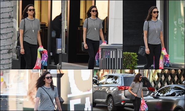 17.05.2019   ▬ Nina Dobrev par une journée ensoleillée a été aperçue faisant du shopping dans Los Angeles Nina Dobrev était vêtue d'une tenue décontractée et de lunettes de soleil , une tenue simple et sobre mais très jolie