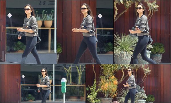18.05.2019   ▬ Nina Dobrev par une journée ensoleillée a été aperçue quittant la salle de sport à Los Angeles Nina a été aperçue quittant la salle de sport , l'actrice prend en effet très soin d'elle, c'est un petit top pour sa tenue