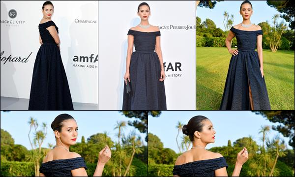 22.05.2019   ▬ Nina était au «amfAR Cannes Gala» qui s'est déroulé au Cap d'Antibes qui est situé en France  Nina D. était magnifique dans sa robe et sa mise en beauté est très réussie c'est un top et vous quel est votre avis ?