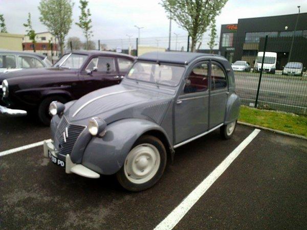 Exposition autos et motos anciennes à Villebenoit à Sens (89).