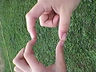 la main de moi et ma pote