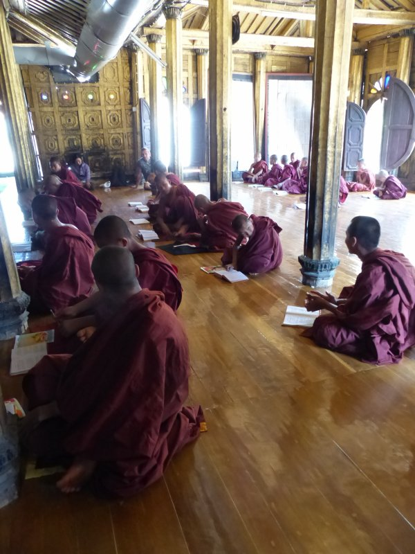 Myanmar 14 : Les monastères