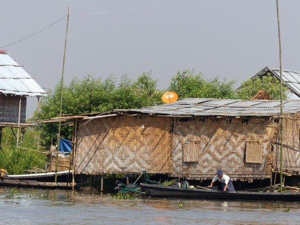 Myanmar 19 : Lac Inlé : pêche et maisons du lac