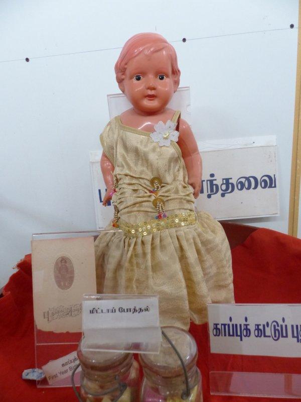 Retour de voyage : poupée indienne