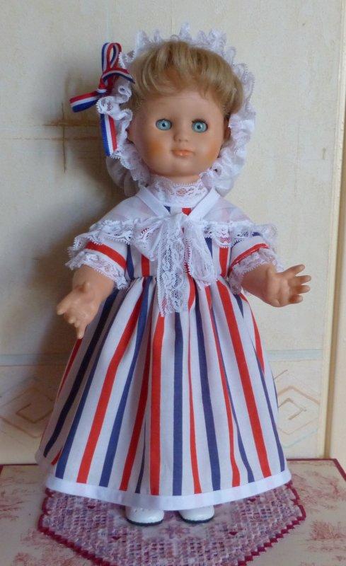 Emilie s'habille pour ce 14 juillet 2017