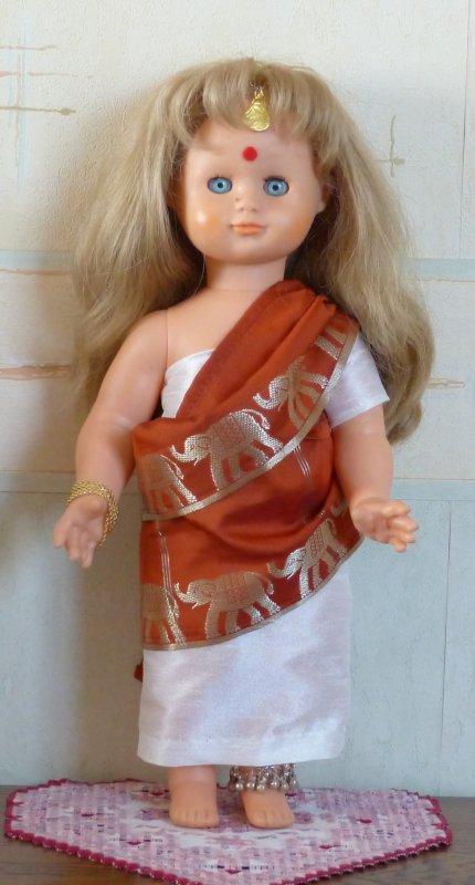 Emilie en tenue indienne