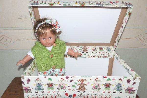 Le trousseau de bébé avec la charnière du coffre