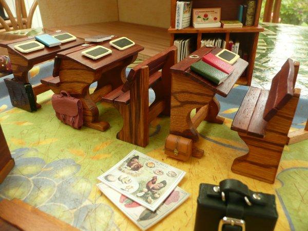 Vitrine miniature : école pour la retraite de mon beau-frère instituteur.