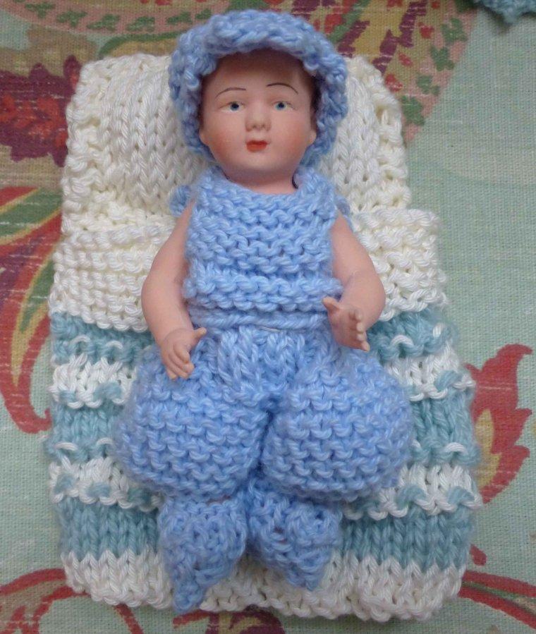 Berceau et habillage de bébé Petitcollin...
