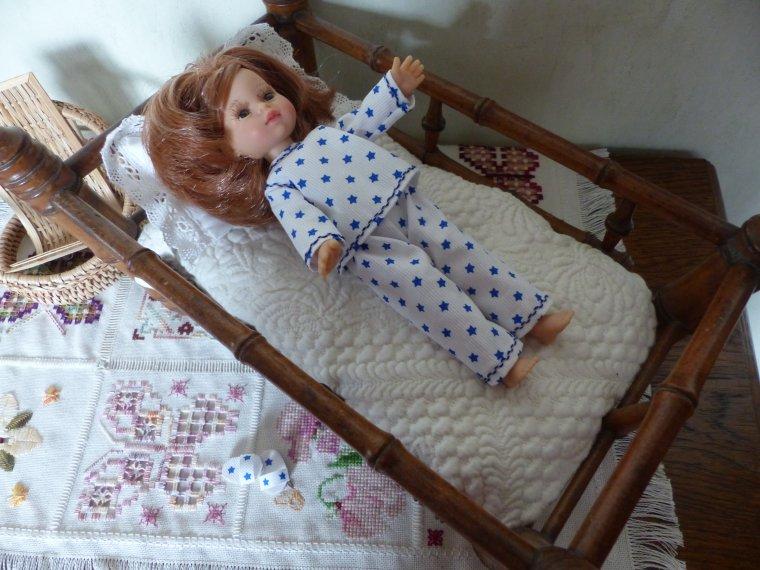 Paola : Le pyjama avec le challenge d'Elysée