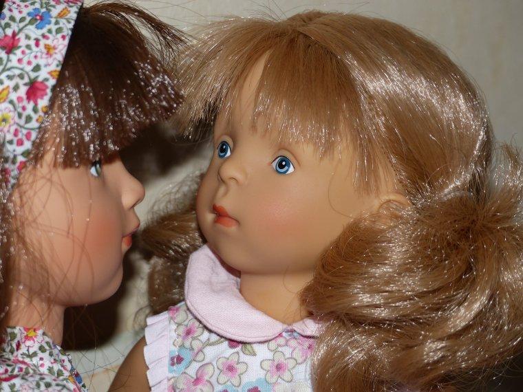 La tendresse de deux soeurs Minouche : Sarah et Romy