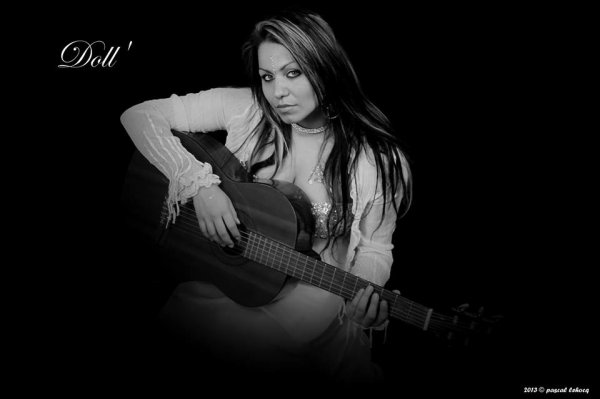 Doll' chanteuse Latino....