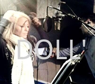 Doll' en plein Enregistrement Studio pour de nouveaux titres....